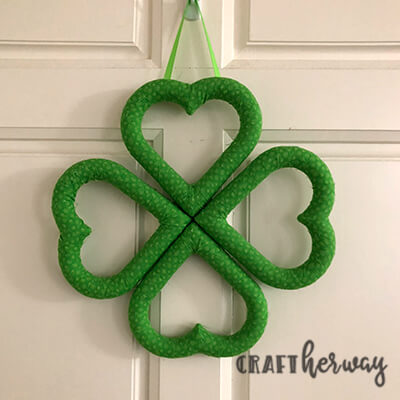 St Patrick's Day wreath make of 4 heart wreath forms to make a four leaf clover